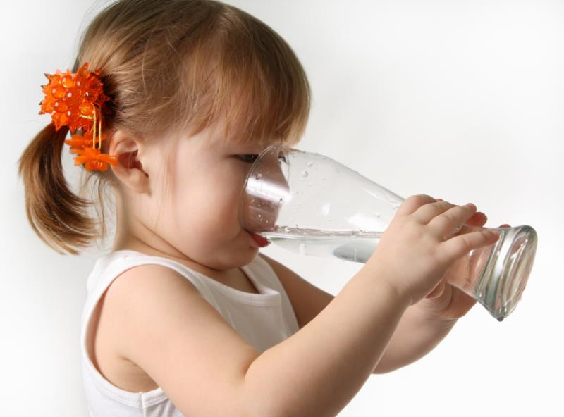 Girl drinking water (3) - Small